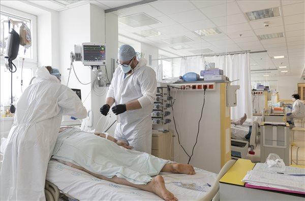 Csúcson a halálos áldozatok száma: 311 emberéletet követelt a koronavírus itthon