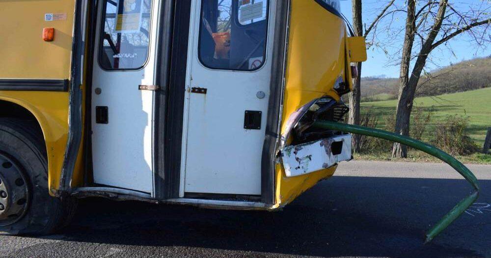 Halálos baleset Győrnél: busszal ütközött egy személyautó, meghalt a sofőr