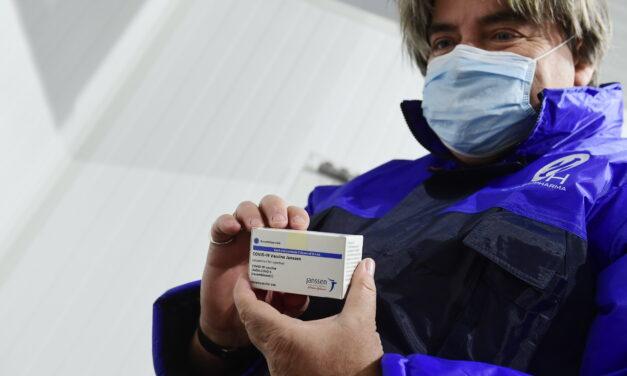 Megérkezett az egydózisú oltóanyag első szállítmánya Magyarországra