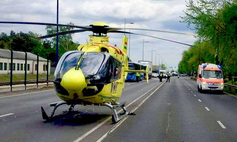 Mentőhelikopter szállt le a ferihegyi gyorsforgalmin, a reptéri mentőket is az útra riasztották