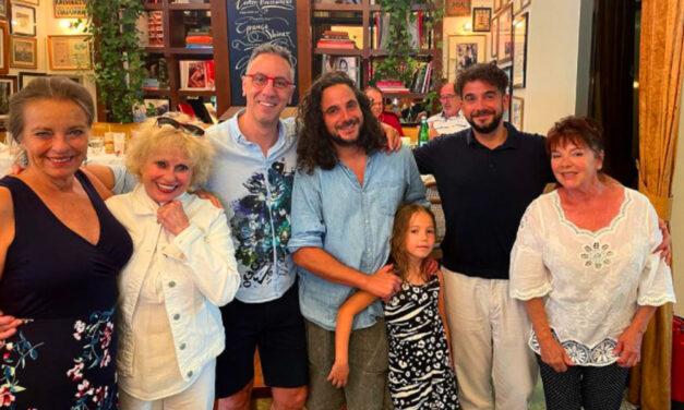 Újra összeállt a Família Kft, a legendás TV-sorozat sztárjai ma is imádják egymást