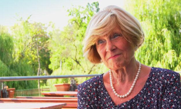 """""""A rosszak manapság azért erősek, mert a jók gyöngék"""" – mondta Kudlik Júlia, aki szentendrei házában ünnepelte 76. születésnapját"""